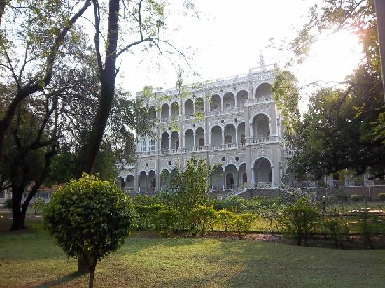 Aga Khan Palace - a view from the side