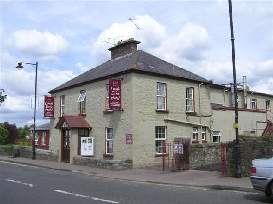 Kesh, UK: The front of the Hotel when it was a different colour