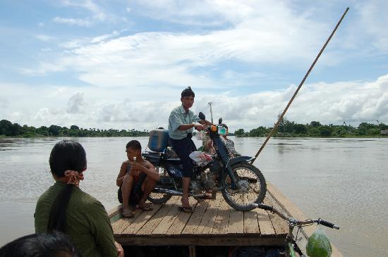 Amarapura, Myanmar: LLEGANDO A iNWA