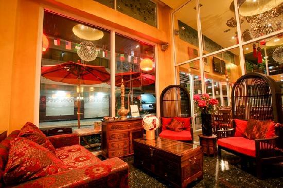 Sabai Sabai at Sukhumvit Hotel: Front Hotel