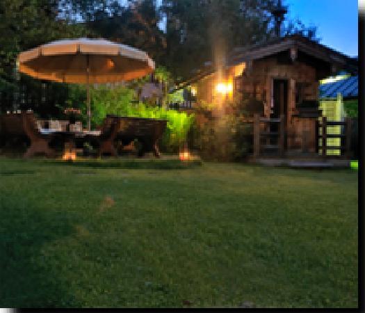 licht garten bild fr n hotel villa licht kitzb hel. Black Bedroom Furniture Sets. Home Design Ideas