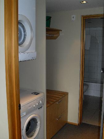 Garden Court Suites & Apartments: Full laundry facilities