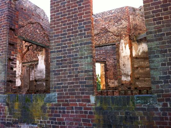 The 1804 Inn of Barboursville Vineyards: The ruins - Governor Barbour's mansion designed by Thomas Jefferson