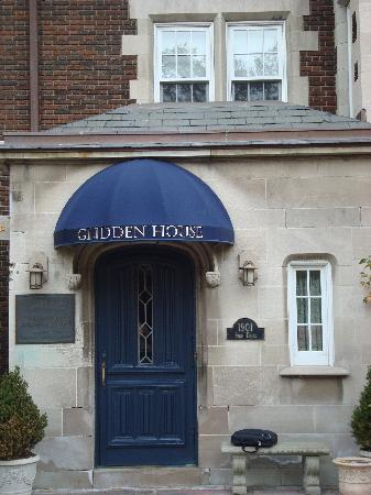 Glidden House: The entry point