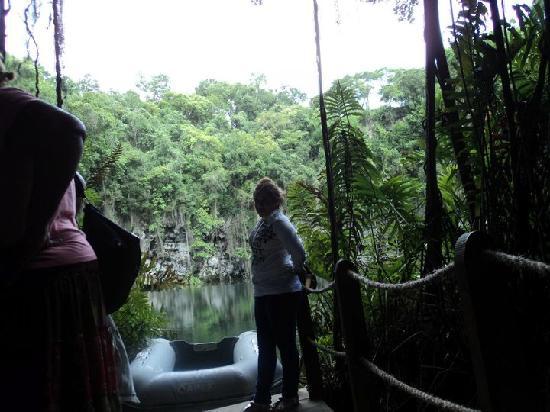 Los Tres Ojos: el lago mas grande en el interior