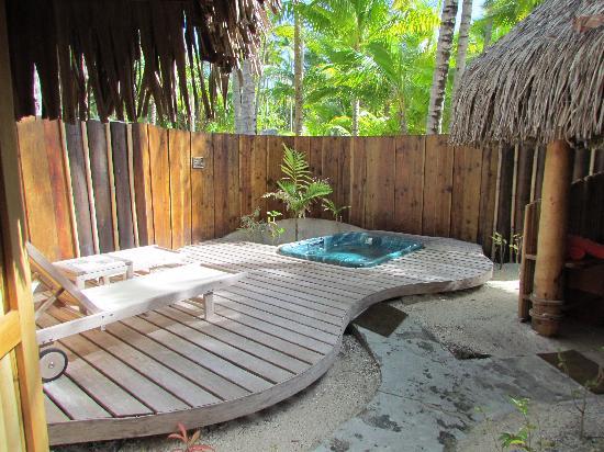 Bora Bora Pearl Beach Resort & Spa: Giardino del beach bungalow