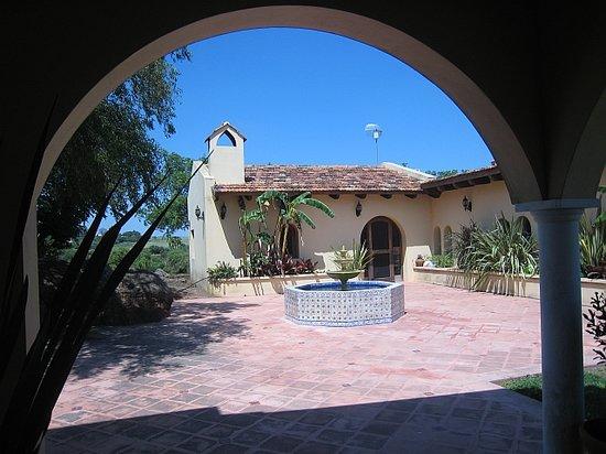 Estancia Tierra Santa: patio and Karens hous