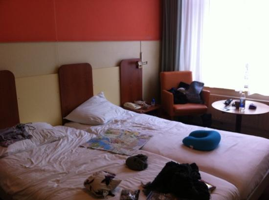 Hotel Wilhelmina: cramped room