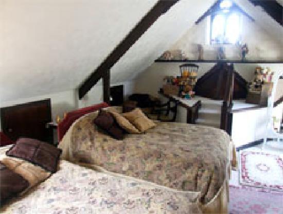 Roscroggan Chapel Guest House: Family suite in the loft