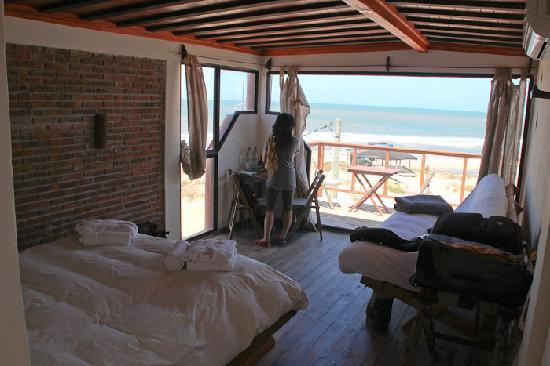 El Diablo Tranquilo Hostel: our ocean front room - room 2