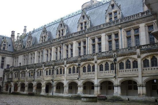 Chateau de Pierrefonds : Courtyard