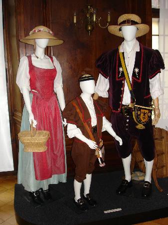 Musee de la Confrerie: Kostüme der Fête des Vignerons
