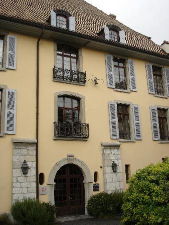 """Musee de la Confrerie: Das Museum im """"Chateau"""" von aussen"""