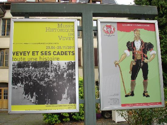 Musee de la Confrerie: Plakat einer Wechselausstellung (rechts)