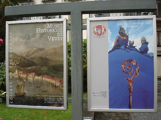 Musee de la Confrerie : Museumsplakat (rechts) gemeinsam mit dem historischen Museum (links)