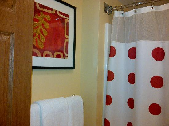 Candlewood Suites Portland - Scarborough: Stylish Bathroom
