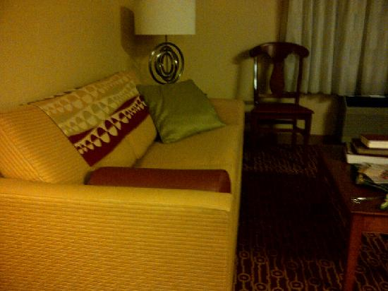 Portland Hotel and Suites: Studio Sitting Area