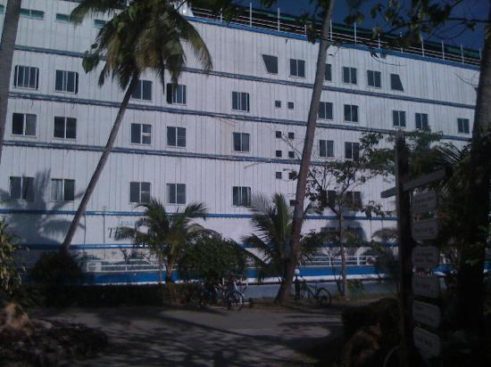 Aunchaleena Beach Front Resort: This is the cruise ship that houses the majority of the predominantly Russian clientele.
