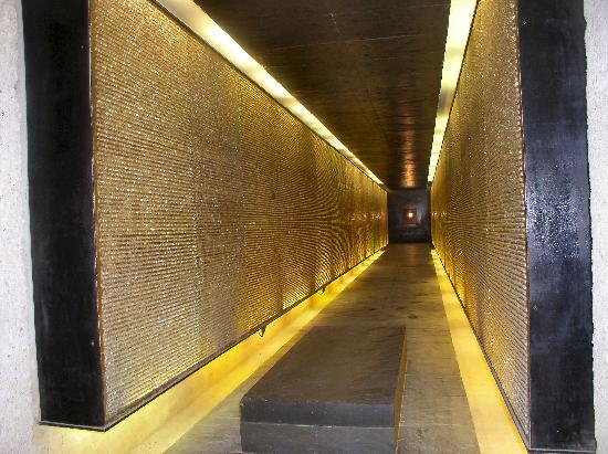 Mémorial des Martyrs de la Déportation : The chamber with 200,000 shining crystals
