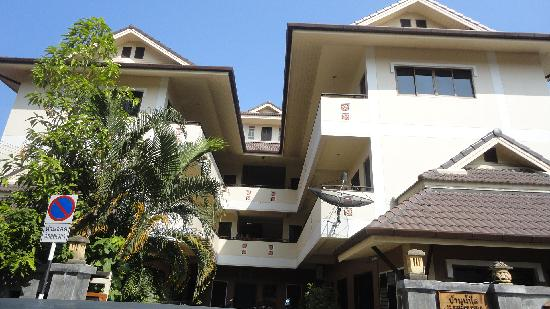 Baan Nam Sai Hotel: The Hotel View from the front