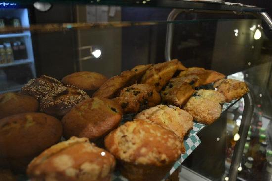 Manna Java World Cafe: Fresh bread and pastries every day