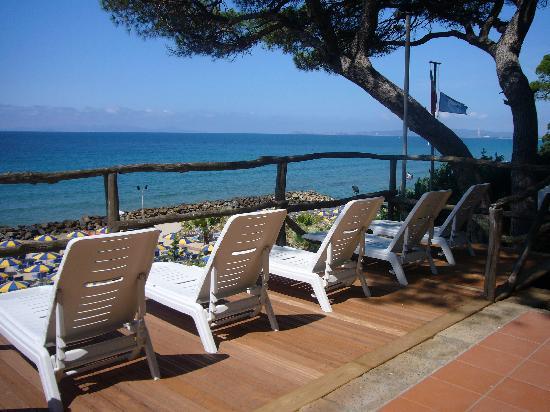 terrazza panoramica solarium alla spiaggia riservata - Picture of ...