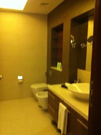Fraser Suites Doha: bathroom