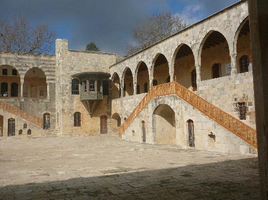 لبنان: Inside Beiteddine