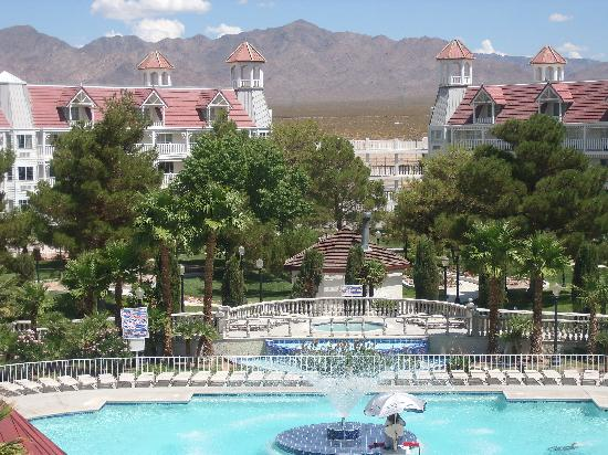 Primm, NV: a view into the courtyard/pool area