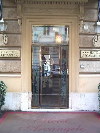 Hotel Arcangelo: entrada hotel,