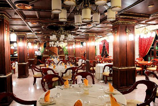 Dinasty Hotel: Restaurant