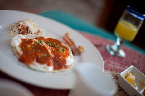 La Quinta Troppo: Breakfast Huevos Rancheros