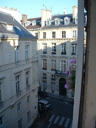Le Saint Hotel A Paris : View from our room - fourth floor