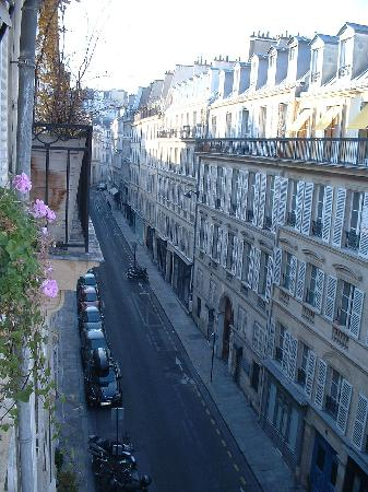 Le Saint Hotel A Paris : View from our room - fourth floor other direction