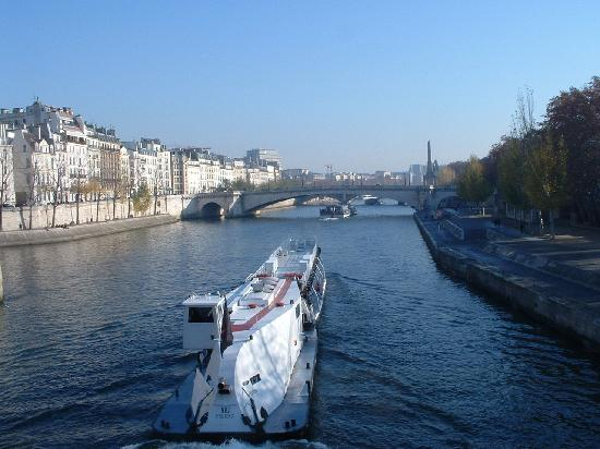 Hotel Saint Thomas D'Aquin: The Seine - beautiful November day