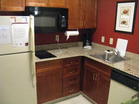 Residence Inn Charlotte Uptown: Fully Equipped Kitchen