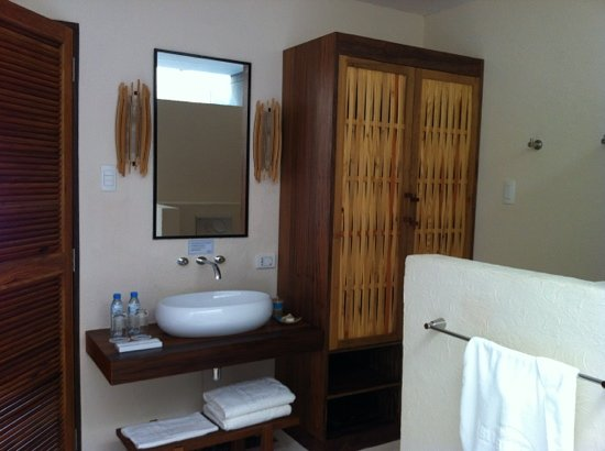 Bluewater Panglao Beach Resort : sink