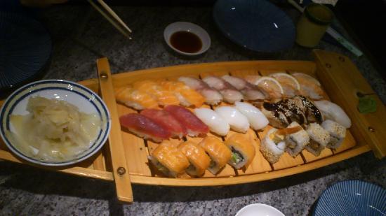 Nippon-kan: Sushi on Boat (140PLN)
