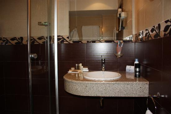 City Avenue Hotel : bathroom