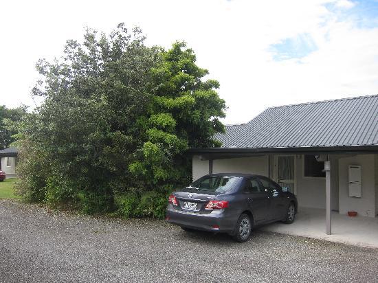 Karamea River Motels: Car Porch