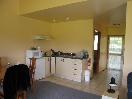 Karamea River Motels: Kitchen corner