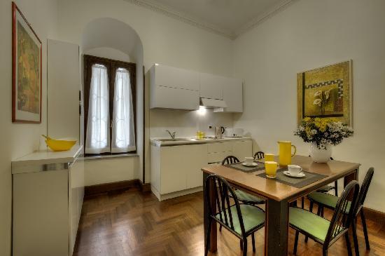 Scent of Rome: Giulia Apartment - Kitchen