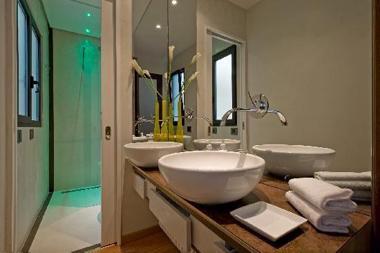 Scent of Rome: Flavia Apartment - Bathroom