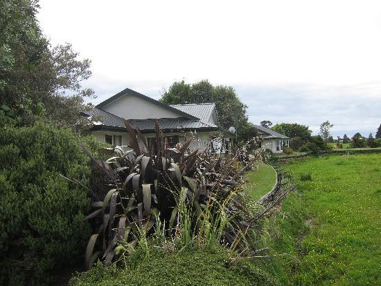 Karamea River Motels: Outside view