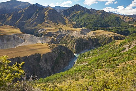 Queenstown Heritage Tours Wine & Culture Tour: Encounter Skippers Canyon