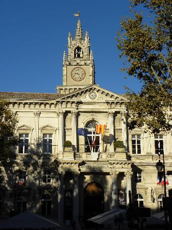 Hotel de ville picture of place de l 39 horloge avignon for Hotel avignon piscine