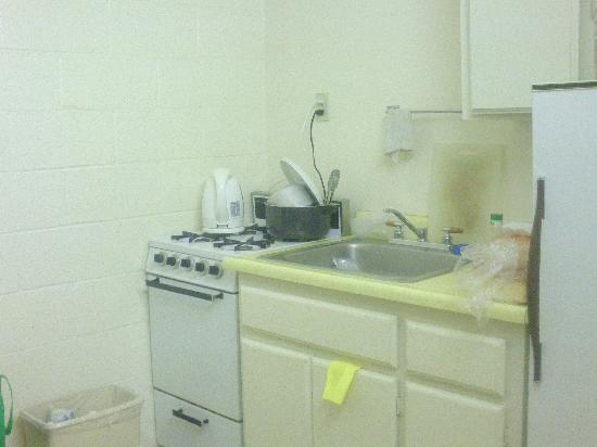 Circle C Lodge: kitchen