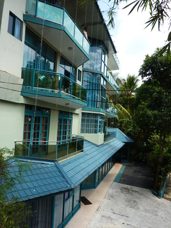Sky View Hotel : Main entrence from outside