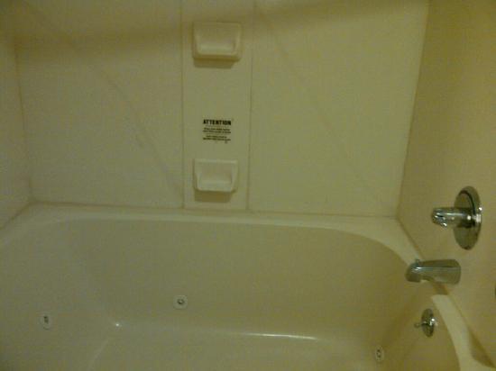 Residence Inn Erie: My bathtub