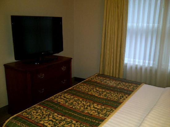 Residence Inn Erie: My bed and TV